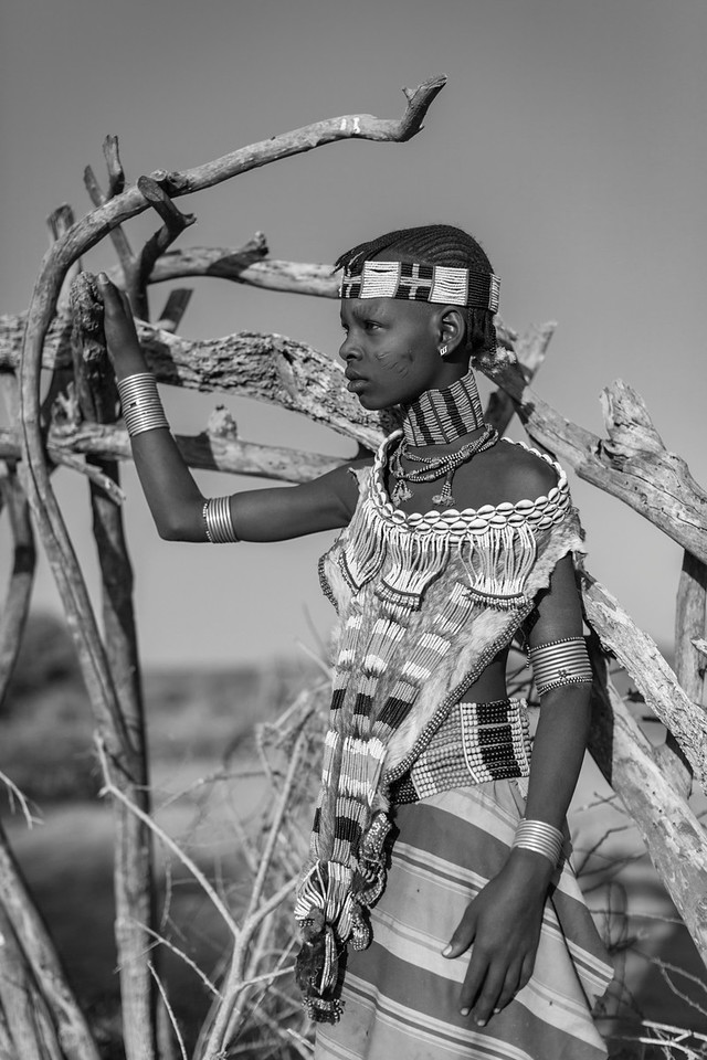 Hamer Girl, Nenyaki Village