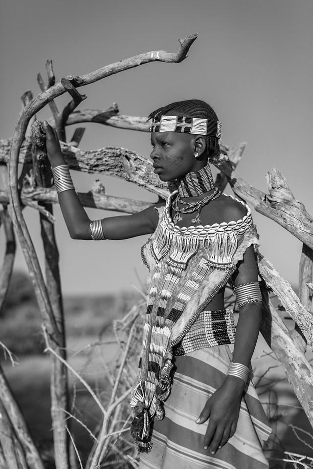 Hamer Girl, Nenyaki Village