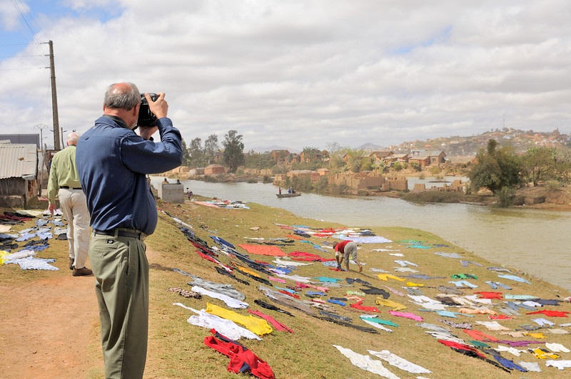 Wolfgang can't resist the patterns of the clothes drying on the banks of the Ikopa River.