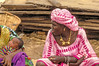 Women with gold necklace in the Mopti harbour