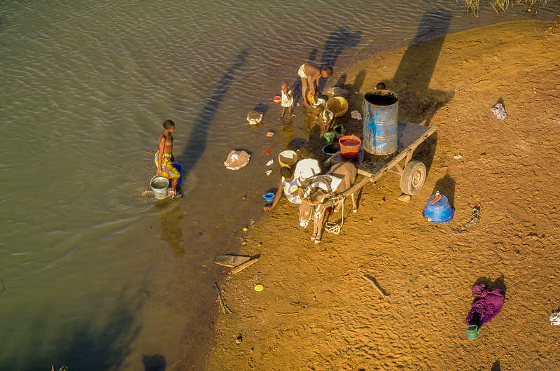 Family taking a bath in a southern arm of the Niger near Doura