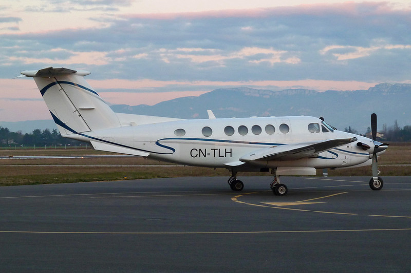 CN-TLH Beech B200 Super King Air c/n BB-1058 Valence/LFLU/VAF 10-12-11