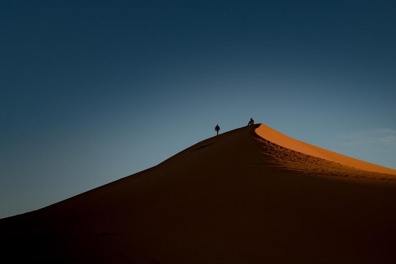 2017-01-01_KW_LN_Sahara_Dune_Hikers