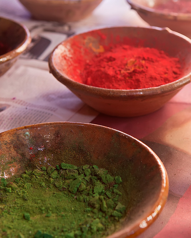 Red and green powder in bowls, Marrakech market