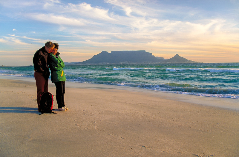 Bloubergstrand was stormy and cold, but recompenses with a clear look on Table Mountain.