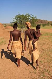 Damara women and child