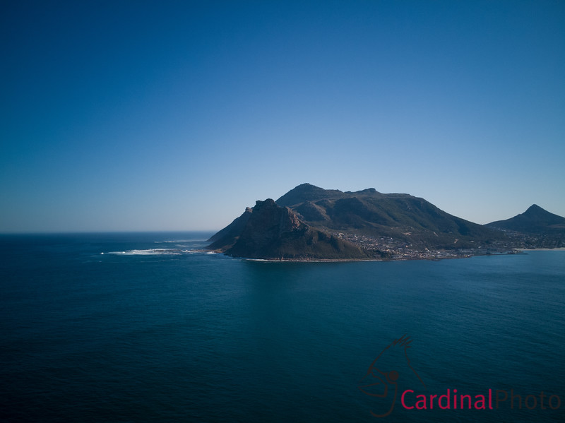 Here you can also see the small island that houses a large colony of Cape Fur Seals just outside Hout Bay