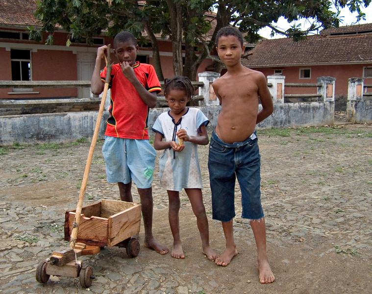 Kids, Augostinho Neto Plantation, Sao Tome