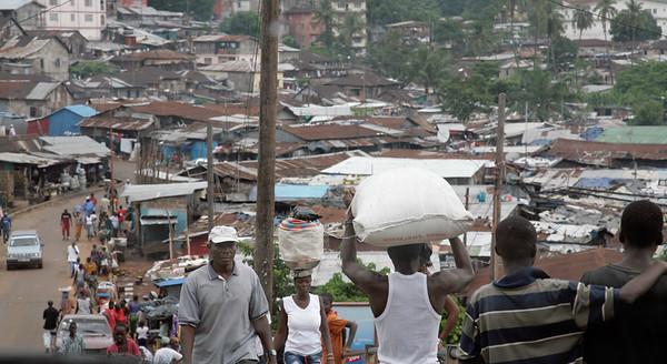 ARKIV 060802 - Busy streets of Kroo town.  Freetown, Sierra Leone Foto: Christopher Herwig - Kod 9266