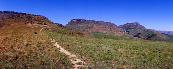 Trail leading to Game Pass Shelter in the Kamberg area