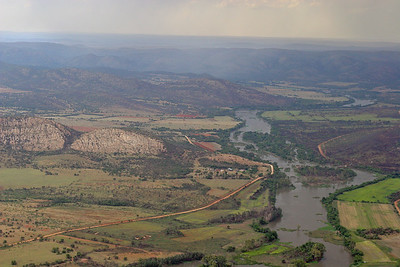 Vaal River cuts its way through the mountainous collor of Vredefort Dome