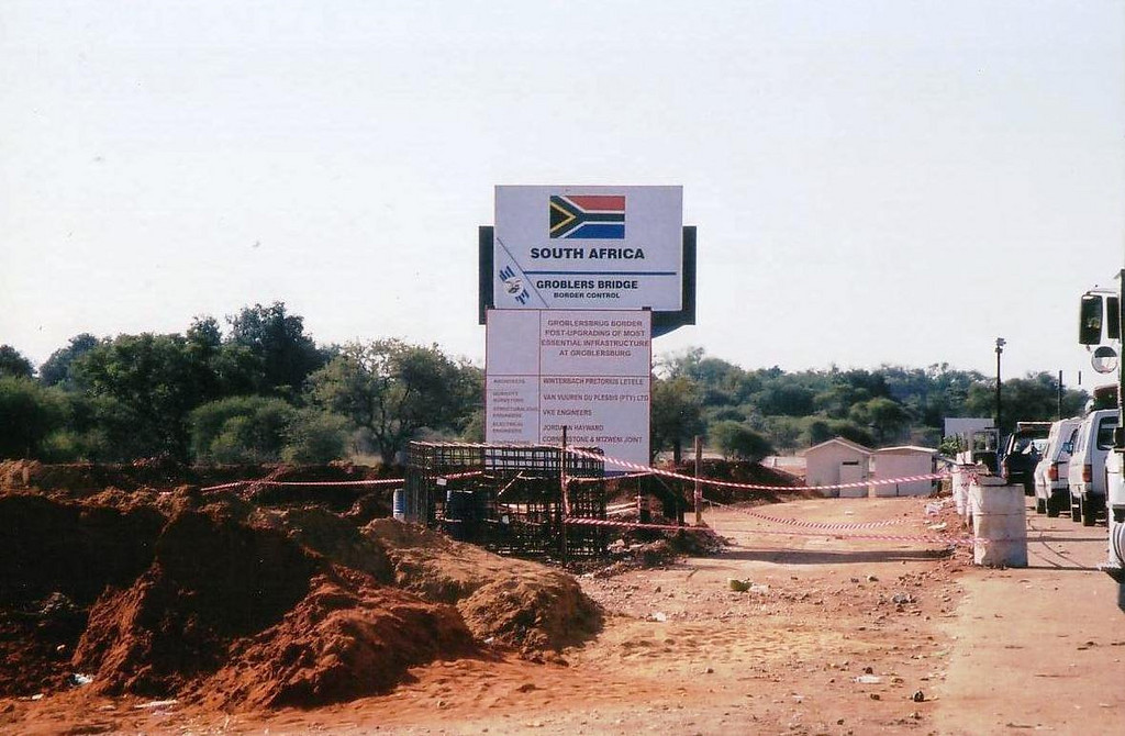 2002: Groblers bridge border post from (N11) South Africa into Botswana. photo from 2002