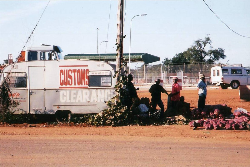 2002: Botswana side, Groblers bridge border post from (N11) South Africa into Botswana. photo from 2002