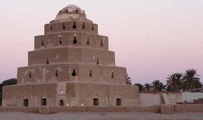 """Qubba Sheikh Idris, south of Abri.  I was told this was a """"house"""" (bayt), but common sense and a little research indicate it is a saint's tomb."""