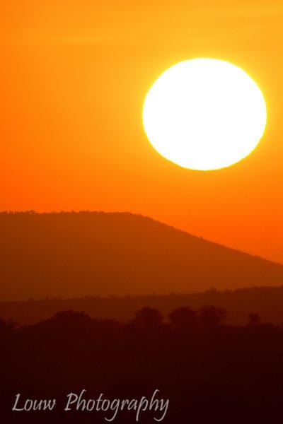 "Sunrise in the <a target=""NEWWIN"" href=""http://en.wikipedia.org/wiki/Serengeti"">Serengeti</a>, Tanzania"