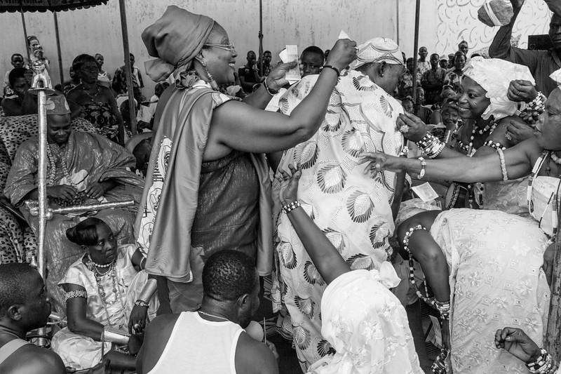 A Queen Distributes Money to Participants