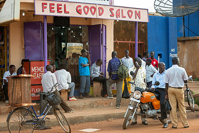 "Gathering crowd at the ""Feel Good Salon"", evening. Lira, Uganda"