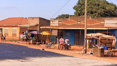 Neue Teerstraße in Kigorobya, Uganda
