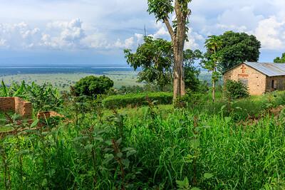 Blick von Kichwemba hinab in die Ebene des QENP, Uganda