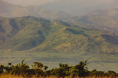 Ruwenzori-Gebirge (Rwenzori / Mondberge) von den Kasenyi Plains aus gesehen, QENP, Uganda