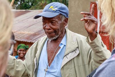 Der ältere Herr wollte eine Mitreisende gleich mitnehmen, Ruhija, Uganda