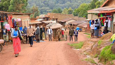 Hauptstraße von Ruhija, Uganfa