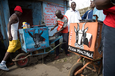 ARKIV 060908 - Amadou 28 years old from Mali like most of the meat sellers. Wheel barrow workers in Monrovia can be found thoughout the city in the thousands. Many belong to one of the unions, the most popular being NAWOUL -  NAtional Wheelbarrow Operators Union of Liberia. Wheelbarrow boys are divided in two main groups -  those selling products from the wheel barrow like food,  clothing, household goods, and music, while another group with those hired for transporting items.Many of the wheelbarrow boys are ex combatants from the long and brutal civil war.  For most wheelbarrow boys, the money earned is barely enough to survive on. Monrovia, Liberia Foto: Christopher Herwig - Kod 9266