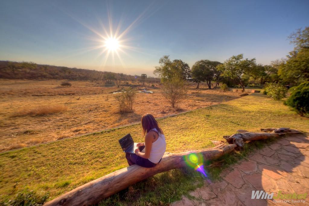 best travel jobs - make money traveling - travel blogger