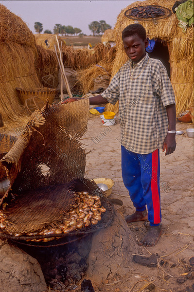 Mali,preparing food,voedsel bereiden,faire´a manger