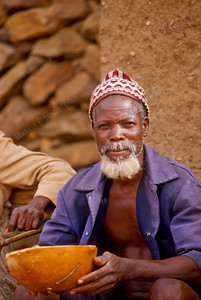 Benjimatong village,dorp,vilage,old man drinking beer