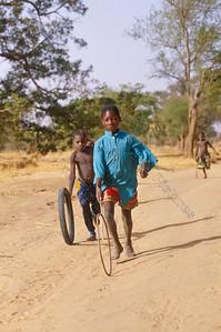 Teli,Dogon village,dorp,village,children playing,spelende kinderen,enfants jouants
