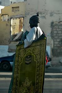 Vendeur ambulant de tapis de prière
