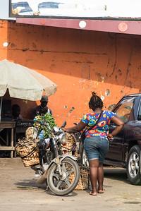 Motarde camerounaise