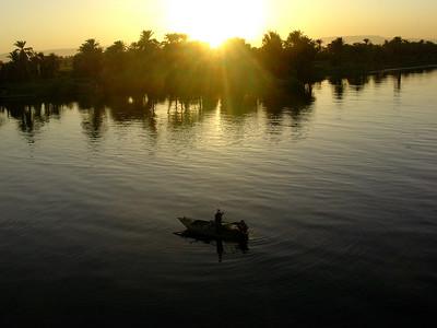 Fiskere i solnedgang over Nilen (Foto: Ståle)