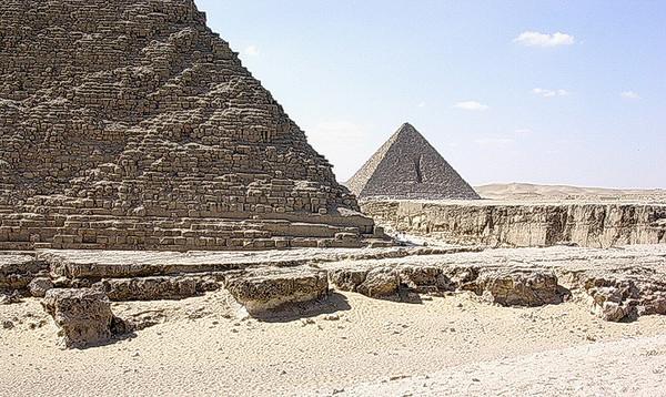 Mankarapyramiden sett fra Kafrapyramiden (Foto: Ståle)