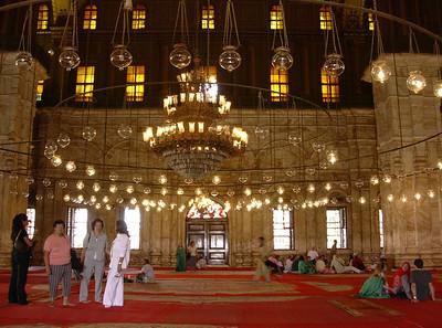Bønnehallen i Mohammed Alis moské (Foto: Ståle)