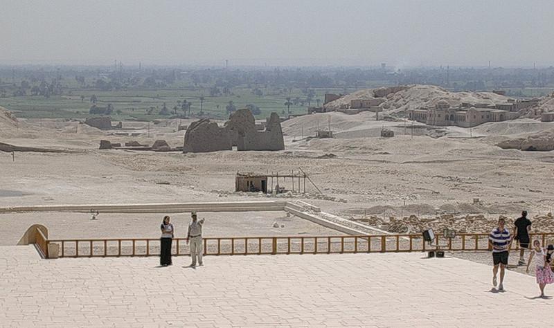 Utsikt over Nildalen fra Hatsepsuts tempel (Foto: Ståle)