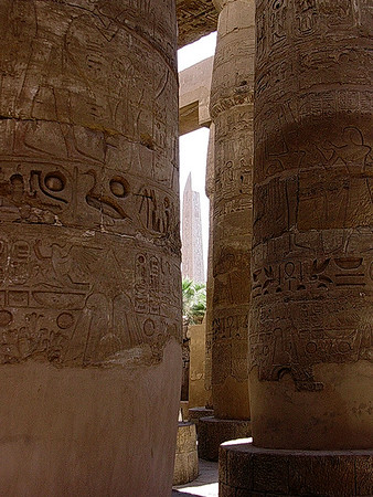 Søyler i hypostillehallen i Amuntemplet, Karnak tempelkompleks (Foto: Ståle)