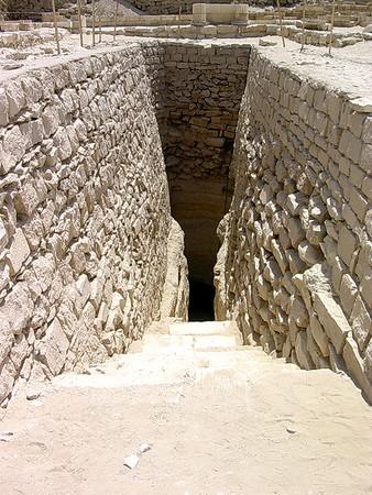 Nedgang til gravkammer ved Djosers gravkompleks (Foto: Ståle)