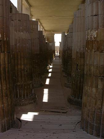 Søyleinngang til Djosers gravkompleks (Foto: Ståle)