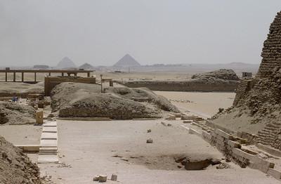 Unaspyramidene sett fra Djosers trinnpyramide (Foto: Ståle)