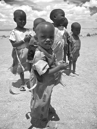 Children living close to the animals and the arid lands of the Amboseli. (Foto: Geir)