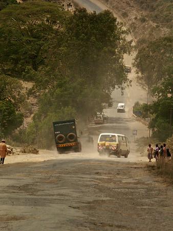 Hovedveien til Narok. Narok, oktober 2006. *** Highway to Narok. Narok, October 2006. (Foto: Geir)