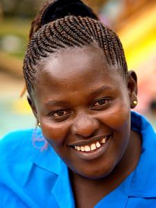 Afrikas smilende fjes, en klisjé, men også en sannhet. Florence Waithera, en av jentene i Maisha Mema-organisasjonen. Splash, Nairobi, oktober 2007. *** Smiling face of Africa. A cliché, but still a truth. Florence Waithera who works at the Maisha Mema Foundation, taken at Splash, Nairobi in October 2007. (Foto: Geir)