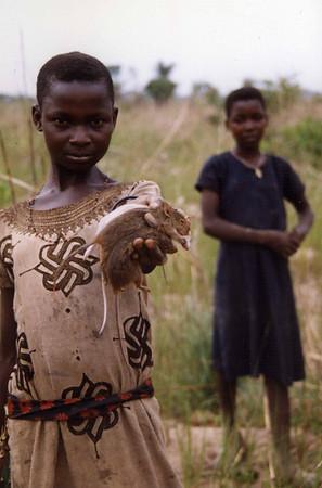 A rat for the kitchen. Not all the kids went to school. These girls were out catching food for the main meal of the day. Ikwo. --- En rotte til kjøkkenet. Ikke alle barna gikk på skole. Disse jentene var ute og fanget mat til dagens hovedmåltid. Ikwo. (Foto: Geir)