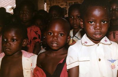 Even more kids from one of the primary schools, Ikwo. --- Enda flere barn fra en av grunnskolene, Ikwo. (Foto: Geir)