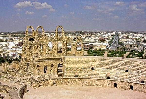 El Djem sett fra dets kolosseum  El Djem from its Colosseum (Foto: Ståle)