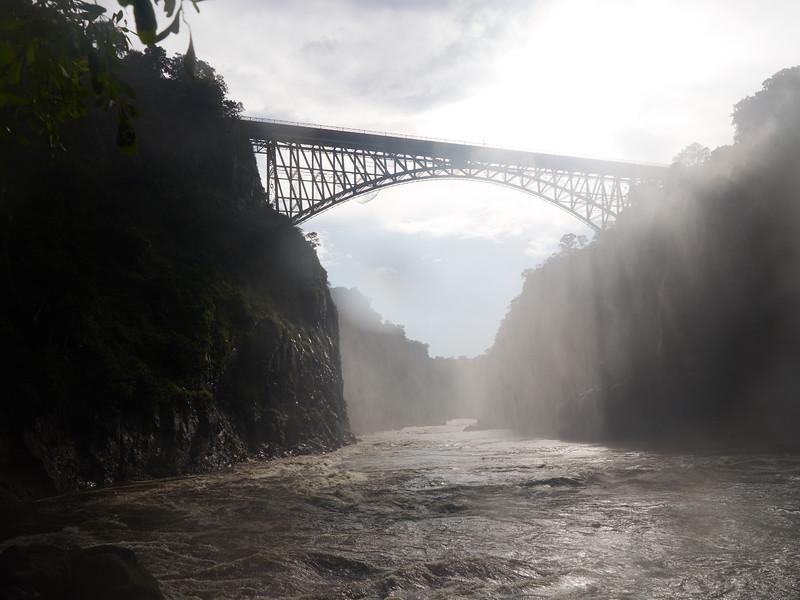 Broen fra bassenget