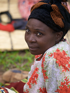 Contemplative woman from the Cooperation. Makumba Village, Kalomo District, Zambia. (Foto: Geir)