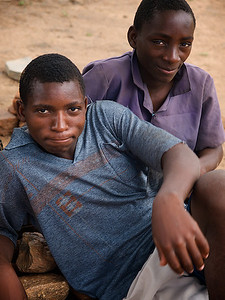 Two friends beholding the observer. Makumba Village, Kalomo District, Zambia. (Foto: Geir)